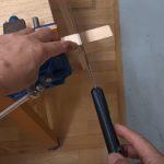 切った材料がすっくと立つノコギリ引きの方法